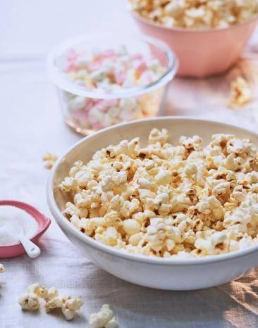 Popcorn süß in einer Schüssel