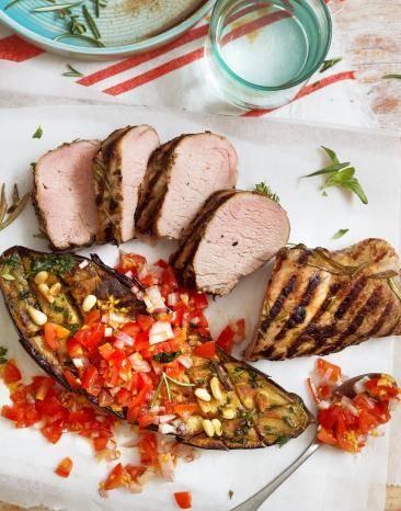 Gegrilltes Schweinefilet Sous-vide mit gegrillter Aubergine und Tomatensalsa